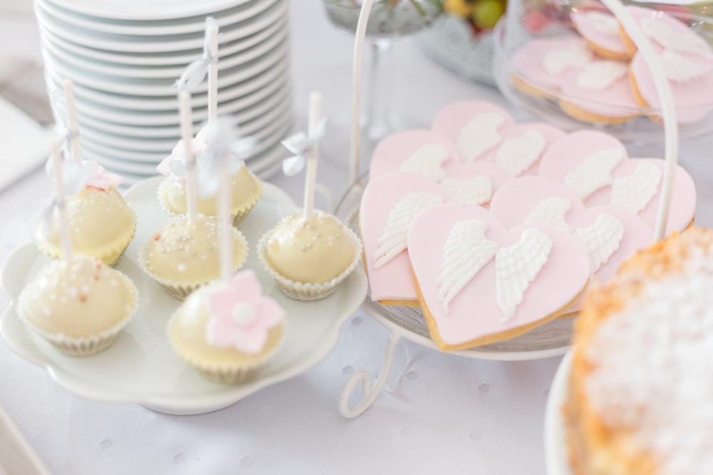 Vanilla cookies with angel wings decor